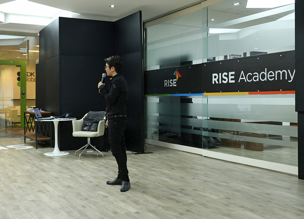 """Discover the Power of UX/UI"", mentoring session for Krungsri RISE"